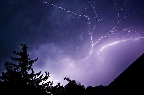 800px-lightning